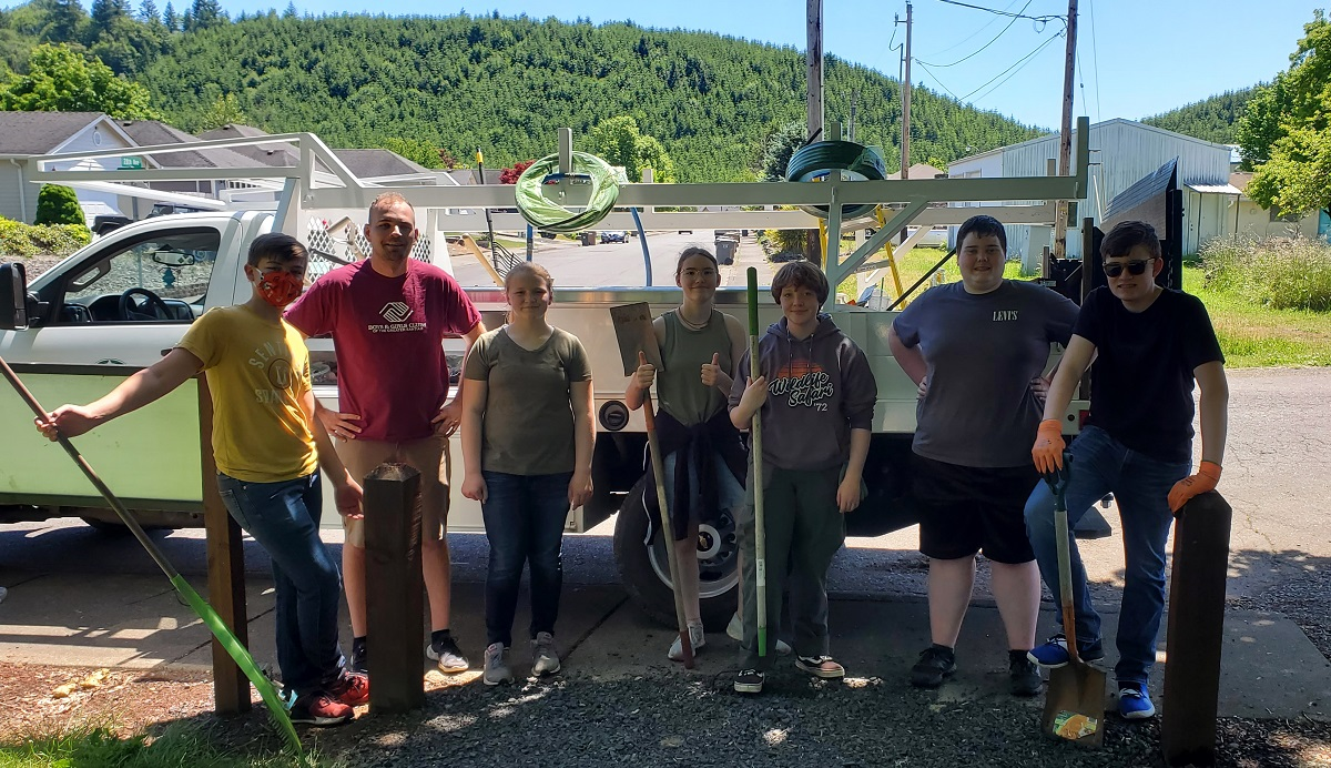 Youth Leaders Clean up Sweet Home's Ashbrook Park